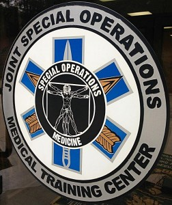 Odznaka ośrodka, w którym odbywają się kursy Special Operations Combat Medic
