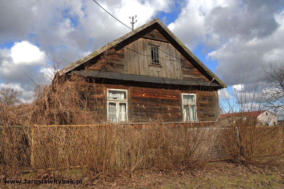 Domy wcentrum wsi – świadkowie zdarzeń zczasów II wojny światowej.