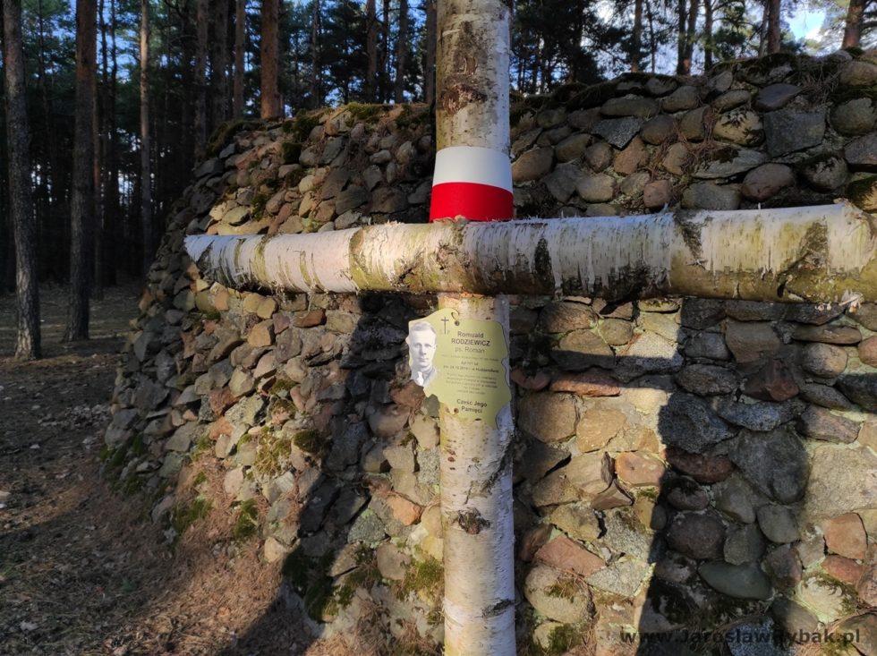 Krzyż upamiętniający jednego zHubalczyków.