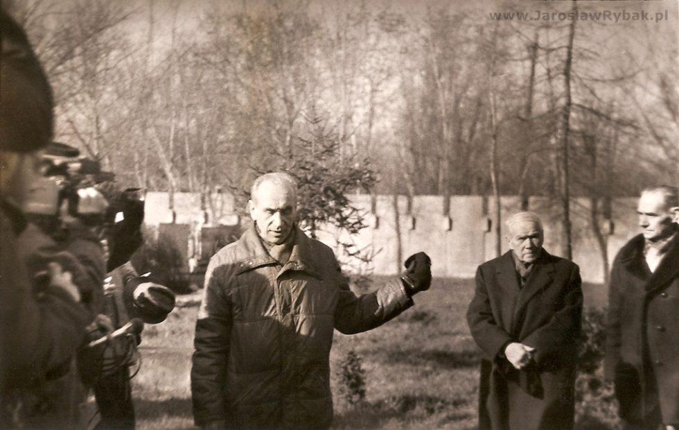 """Bronisław Czepczak-Górecki """"Zwijak"""" wczasie rocznicowego spotkania Cichociemnych. Powązki, 19 lutego 1989 r."""